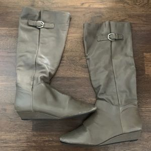 Steve Madden Intyce Boots in taupe color